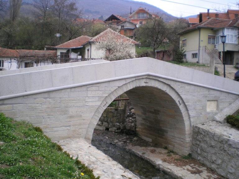 Beli most: simbol ljubavi, kulture i grada