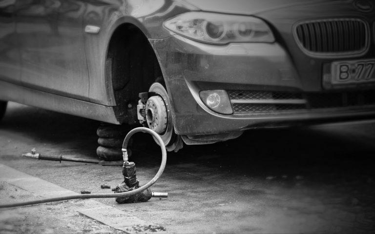 Pravo vozača usled oštećenja vozila nailaskom na udarnu rupu