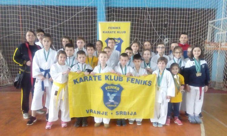 42 medalje za karatiste kluba Feniks iz Vranja