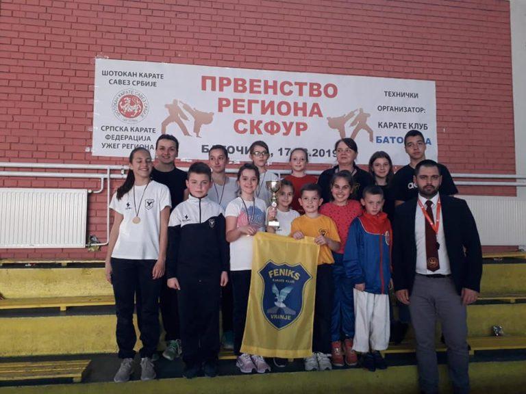 "11 zlatnih, 1 bronzana i titula ,,Pobednika takmičenja"" za karate klub ,,Feniks"""