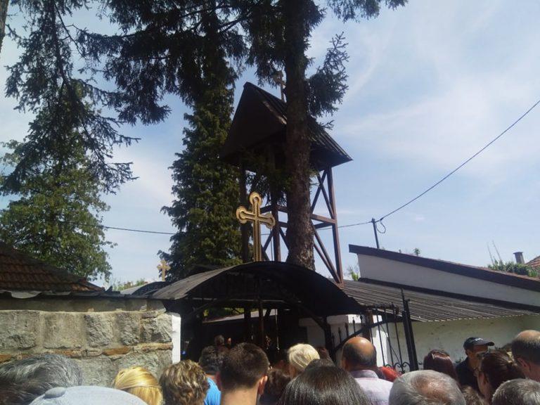 Hiljade vernika u crkvi Svete Petke na Veliki petak