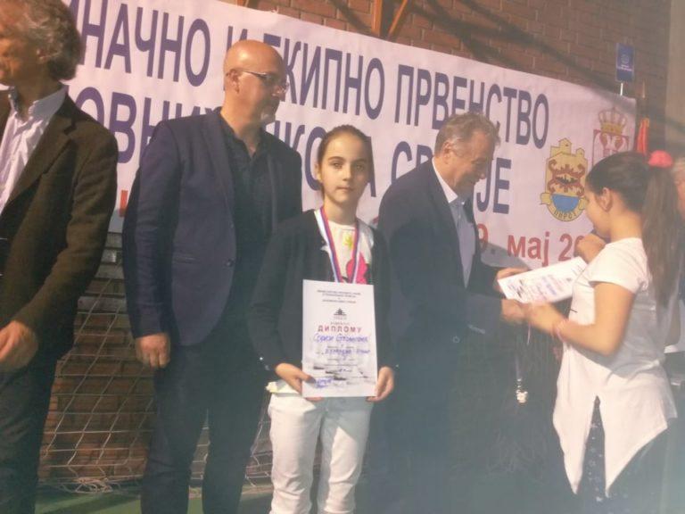 Sofiji Stojanović treća nagrada na Republičkom školskom takmičenju u šahu