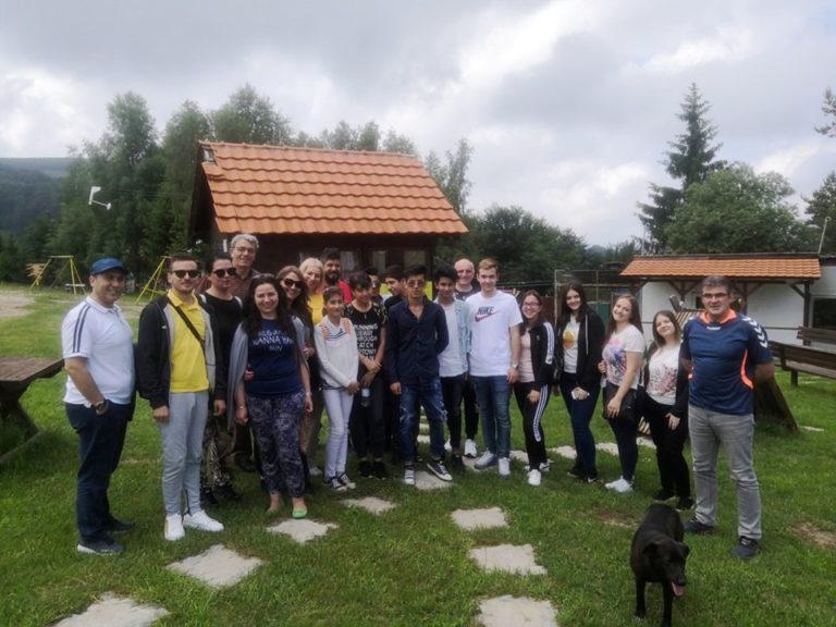 Edukacija i druženje učenika Ekonomske škole i migranata na Besnoj kobili