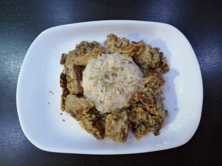 Pirinač sa piletinom u sosu od šampinjona