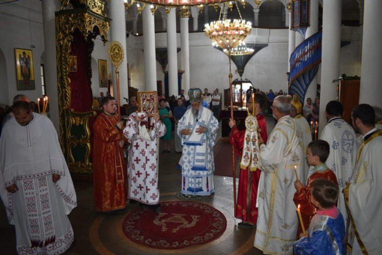 Proslavljen praznik čudotvorne ikone Bogorodice Trojeručice