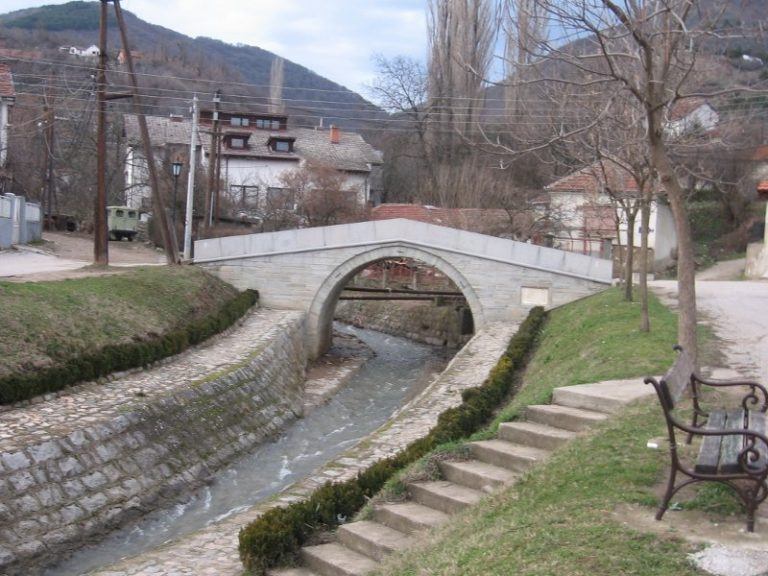 Poučna narodna priča o potoku