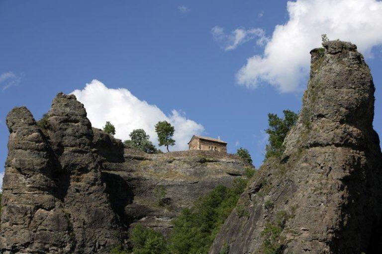 Dvojnik Đavolje varoši, Vražiji kamen, u Pčinjskom okrugu
