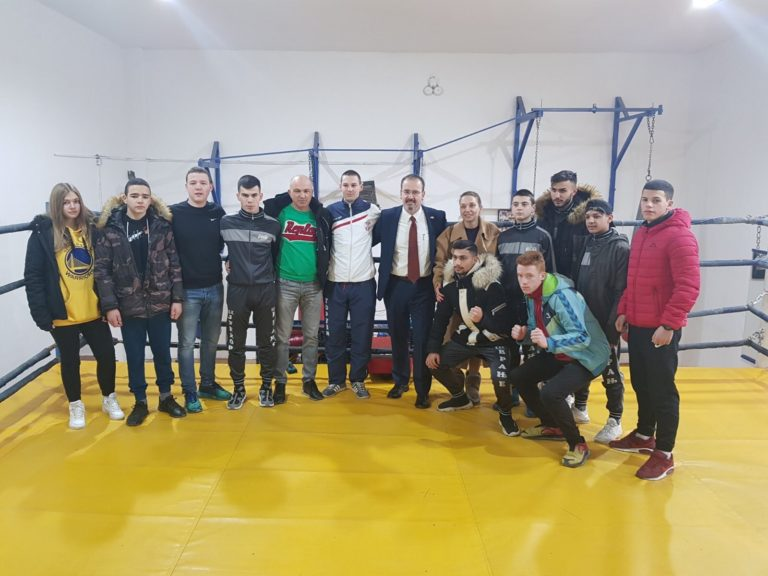 Entoni Godfri, ambasador SAD, u poseti vranjskim kik boks klubovima
