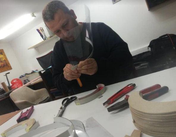 Radom protiv korone: Vranjanac izrađuje i poklanja zaštitne vizire za maske
