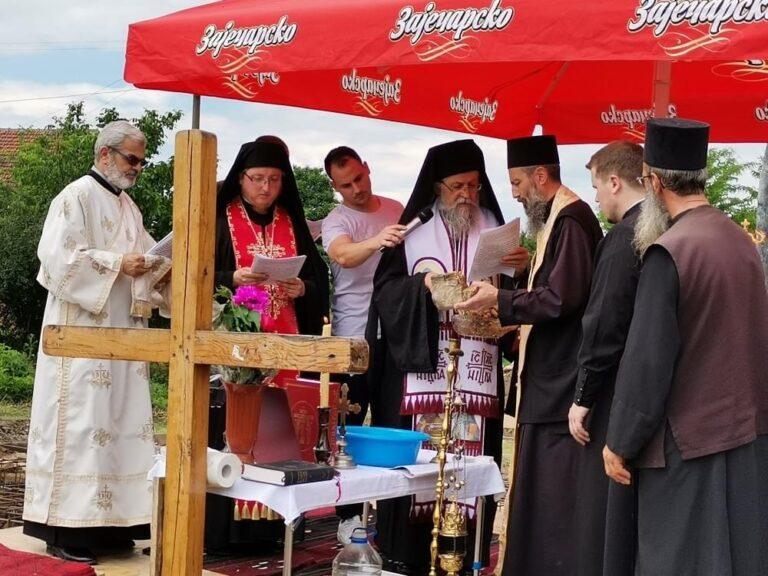 Osvećen i postavljen kamen temeljac za izgradnju crkve Svetog Prohora Pčinjskog u selu Zlatokop
